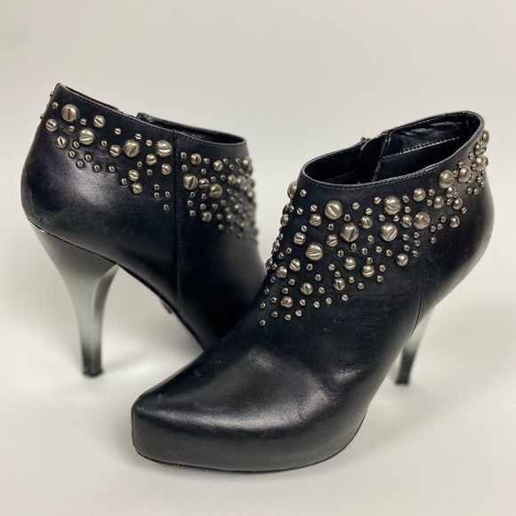 Fergie Rylee platform Studded Ankle Boots 7.5